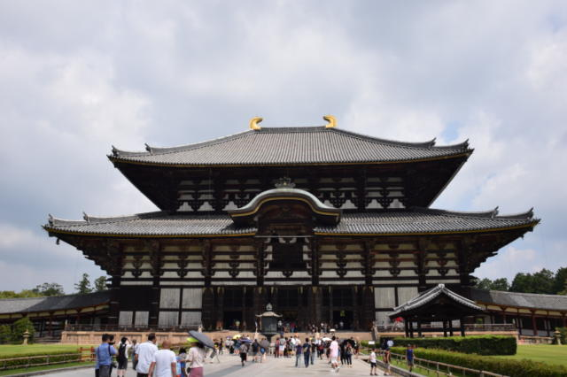 東大寺 大仏殿 柱の穴くぐり