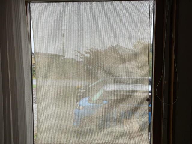 シェードで窓の日除け作り